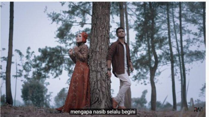 Lirik, Makna, Arti dan Link Download Lagu Lagu Minang Panek Diawak Kayo Diurang Frans dan Fauzana
