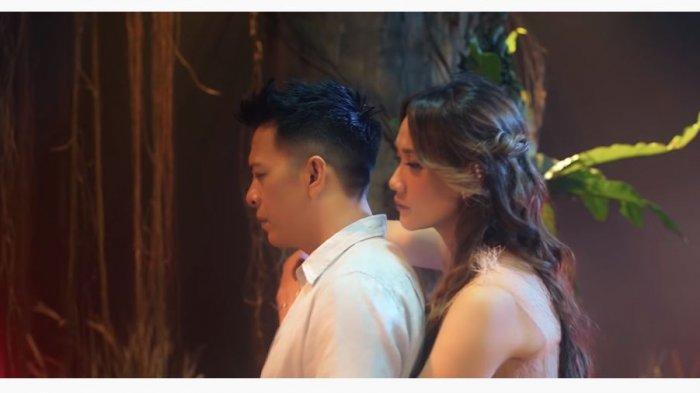 Klip Mencari Cinta NOAH feat BCL