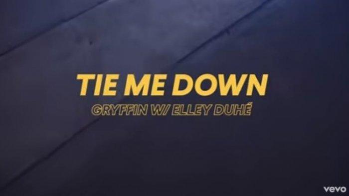Download Lagu Tie Me Down MP3 - Elley Duhe Feat Gryffin, Lirik dan Terjemahan Lagu Tie Me Down