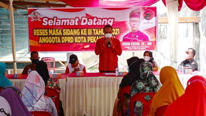 Suasana reses anggota DPRD Pekanbaru H Wan Agusti di RW 09 Kelurahan Meranti Pandak, Rumbai Pekanbaru belum lama ini.