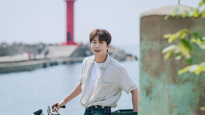 Preview Drama Korea Hometown Cha Cha Cha Episode 9, Hye Jin Tak Direstui dengan Kepala Hong?