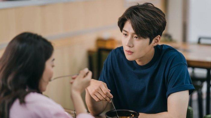 Nonton Drama Korea Hometown Cha Cha Cha Episode 5 Sub Indo, Hye Jin dan Doo Shik Mulai Ada Rasa?
