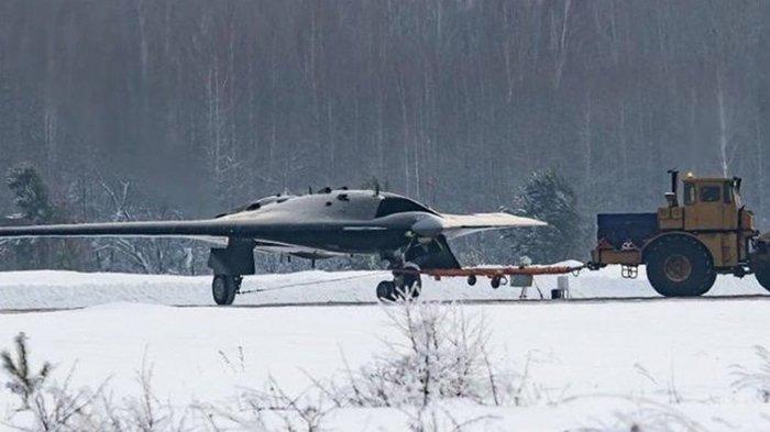 Pesawat Drone Tempur Canggih Siluman Milik Rusia Tertangkap Kamera Sedang Ujicoba Di Siberia