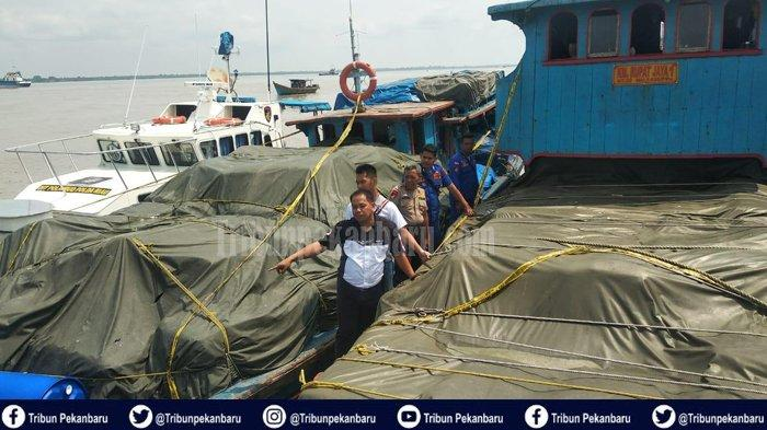 Dua Kapal Motor Bermuatan Barang Garmen dan Barang Bekas dari Malaysia Ditegah Ditpolair Polda Riau