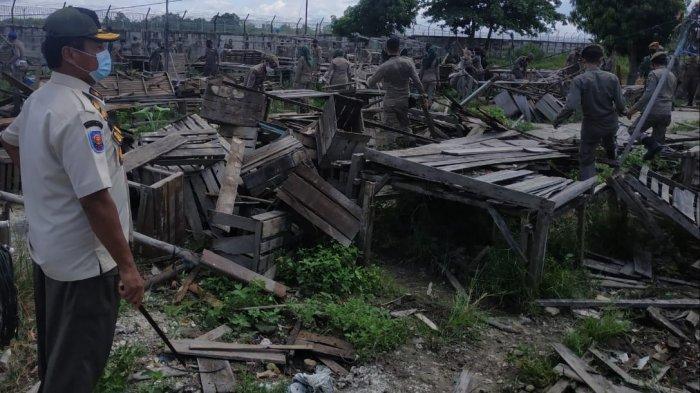 Dua Pasar Kaget di Rejosari Pekanbaru Ditertibkan Satpol PP, Lapak Pedagang Langsung Dibongkar