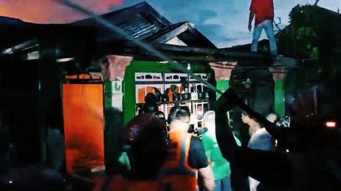 Dua Orang Luka Bakar Dilarikan ke RS, Kebakaran di Inhil Hanguskan Tiga Rumah
