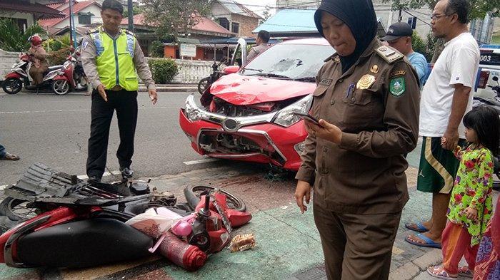 Dua Pengendara Sepeda Motor Kecelakaan di Jalan Hang Tuah Bengkalis Riau, Sempat Terseret Mobil