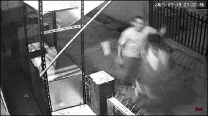 Sopir Truk Tewas Ditangan Temannya yang Baru Keluar Penjara, Duel Maut Terekam CCTV