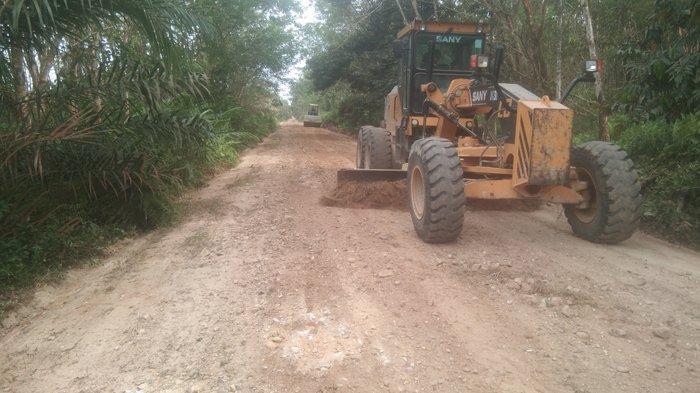 Dukung Pengembangan Potensi Pariwisata di Riau, PT RAPP Perbaiki Akses Jalan Objek Wisata Desa Petai