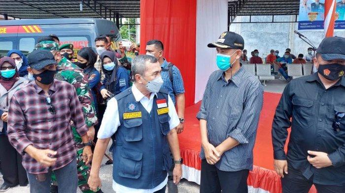 Pemerintah Kota Dumai menerima 50.000 dosis vaksin Sinovac. Vaksin diserahkan langsung oleh Gubernur Riau Syamsuar kepada Walikota Dumai Paisal.