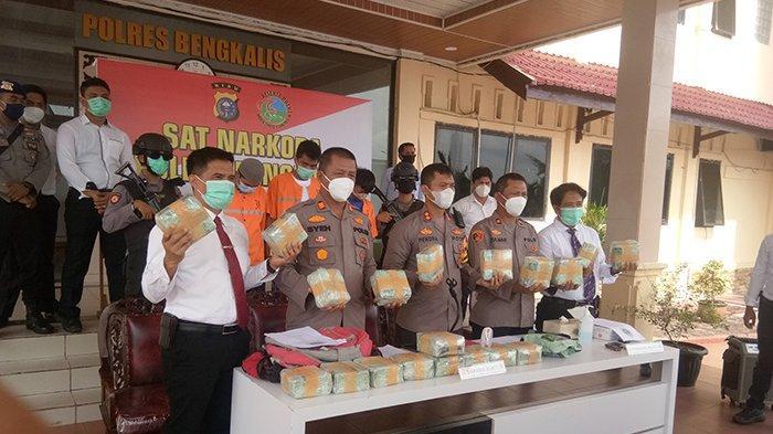 MAHASISWA Nyambi Kurir Narkoba Dikendalikan Pegawai Honor, Tak Tanggung-tanggung Bawa 19 Kg Sabu