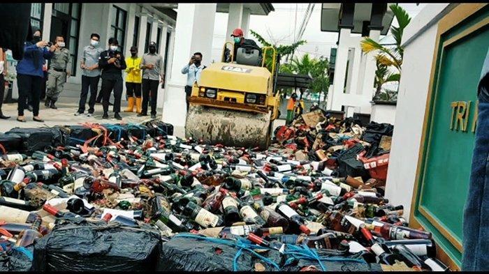 Ribuan Botol Miras Dilindas Eskavator,1,1 Kg Sabu,Ganja, Ekstasi dari 91 Kasus di Inhil Dimusnahkan
