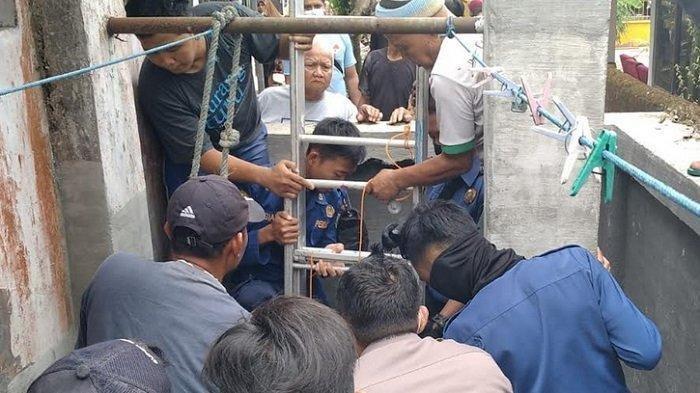 evakuasi korban terjatuh di sumur Desa Sidayu, Kebumen, Sabtu (11/9/2021)