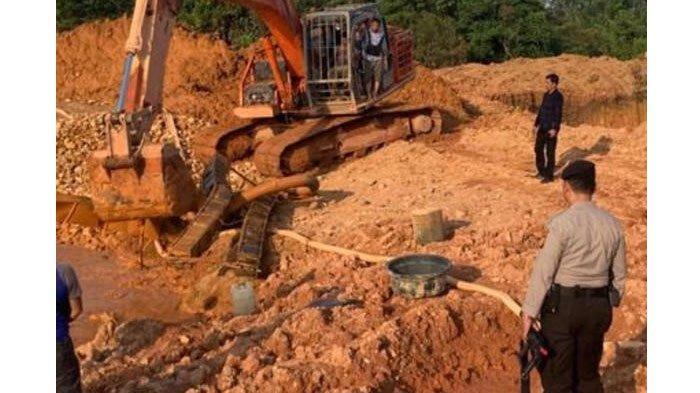 Asyik Nambang Emas Ilegal di Kuansing, Operator Beserta Excavatornya Dicokok Polisi, 2 Pelaku Kabur