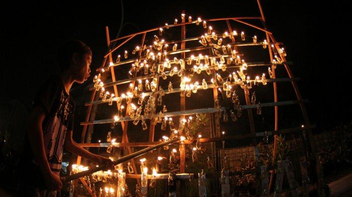 FOTO: Gemerlap Cahaya Festival Lampu Colok di Jalan Cut Nya Dien Pekanbaru
