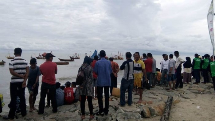 Ribuan Masyarakat Padati Festival Pesta Pantai Rupat Utara