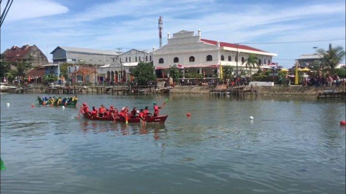 Festival Selaju Sampan Resmi Digelar, 32 Tim Adu Kecepatan di Lintasan Sungai Batang Arau