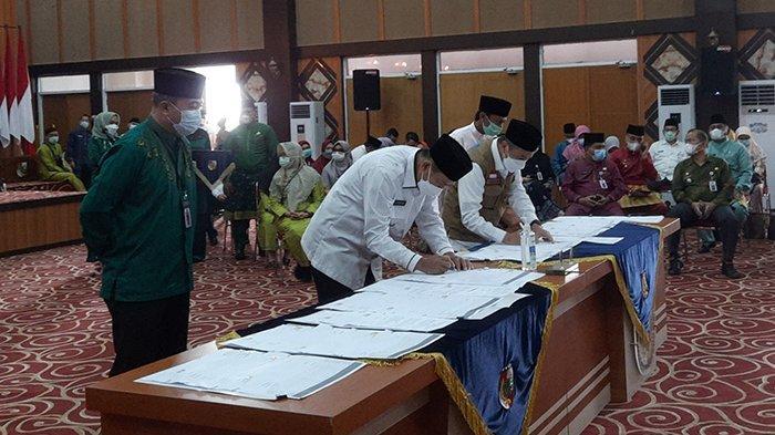 SAH, Pemprov Riau Resmi Serahkan Pasar Cik Puan ke Pemko Pekanbaru,Hibah Aset Diteken Gubri dan Wako