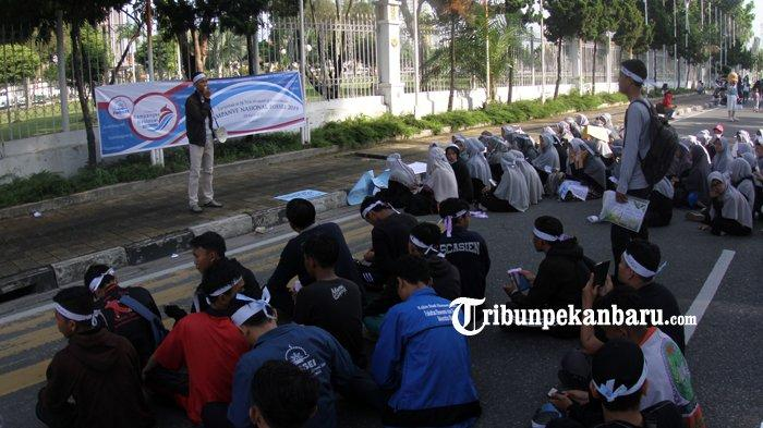 Forum Silaturahim Studi Ekonomi Islam Sosialisasikan Ekonomi Syariah di Jalan Sudirman Pekanbaru - fossei1.jpg