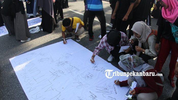 Forum Silaturahim Studi Ekonomi Islam Sosialisasikan Ekonomi Syariah di Jalan Sudirman Pekanbaru - fossei3.jpg