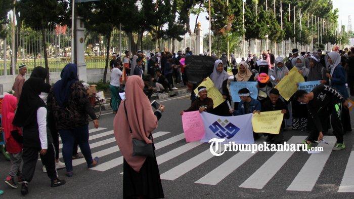 Forum Silaturahim Studi Ekonomi Islam Sosialisasikan Ekonomi Syariah di Jalan Sudirman Pekanbaru - fossei4.jpg