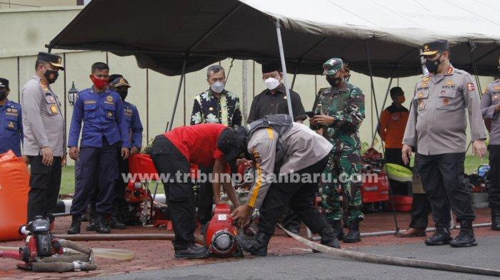 FOTO: Wakapolri Tinjau Kesiapan Polda Riau Antisipasi Karhutla - foto-_wakapolri_tinjau_kesiapan_polda_riau_antisipasi_karhutla_1.jpg