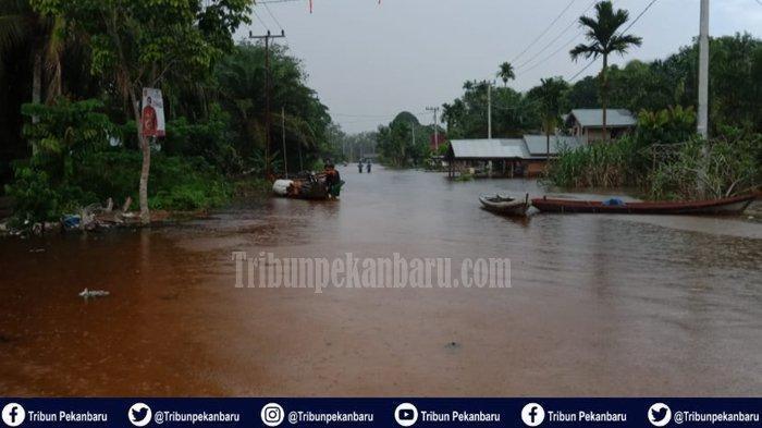 Foto-foto Banjir di Desa Lubuk Kembang Bunga Kecamatan Ukui Kabupaten Pelalawan - foto-foto-banjir-di-desa-lubuk-kembang-bunga-kecamatan-ukui-kabupaten-pelalawan-1.jpg