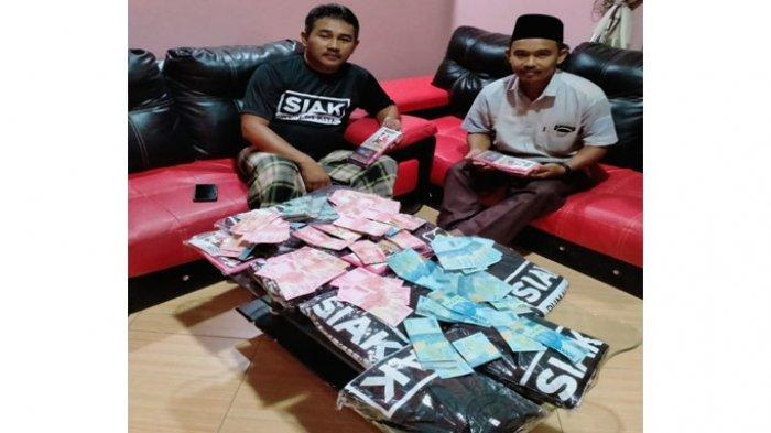 Beredar Foto 2 Pria dengan Kaos Paslon dan Tumpukan Uang, Bawaslu Siak Langsung Telusuri