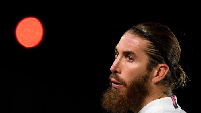 Foto ini diambil pada 16 Maret 2021 Bek Real Sergio Ramos terlihat saat pertandingan leg kedua babak 16 besar Liga Champions UEFA antara Real Madrid CF dan Atalanta di stadion Alfredo di Stefano di Valdebebas, di pinggiran Madrid .