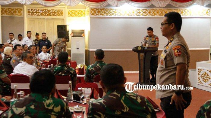 FOTO : Panglima TNI dan Kapolri ke Pekanbaru - foto-panglima-tni-dan-kapolri-ke-pekanbaru-1.jpg