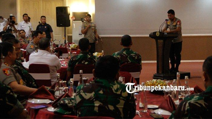 FOTO : Panglima TNI dan Kapolri ke Pekanbaru - foto-panglima-tni-dan-kapolri-ke-pekanbaru-2.jpg