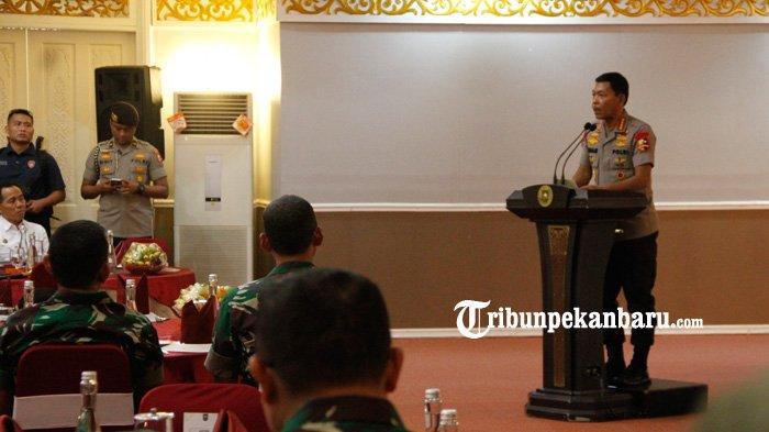 FOTO : Panglima TNI dan Kapolri ke Pekanbaru - foto-panglima-tni-dan-kapolri-ke-pekanbaru.jpg