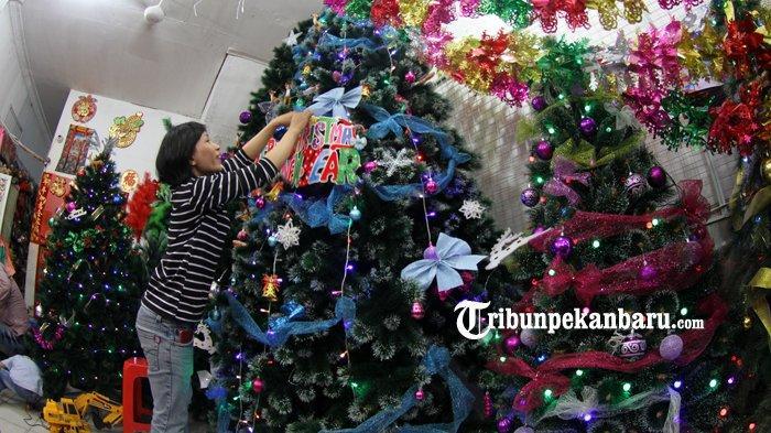 FOTO Penjualan Aksesoris Natal dan tahun Baru 2019 di Pekanbaru - foto-penjualan-aksesoris-natal-dan-tahun-baru-2019-di-pekanbaru-1.jpg