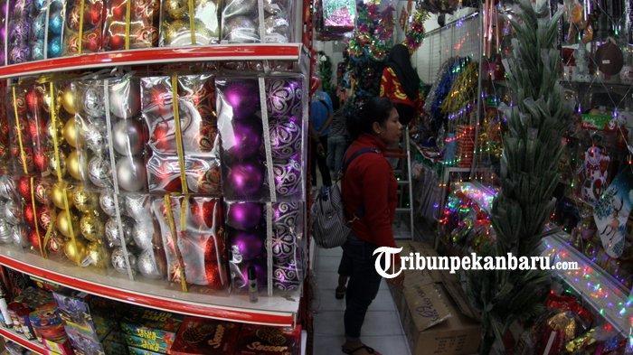 FOTO Penjualan Aksesoris Natal dan tahun Baru 2019 di Pekanbaru - foto-penjualan-aksesoris-natal-dan-tahun-baru-2019-di-pekanbaru-2.jpg