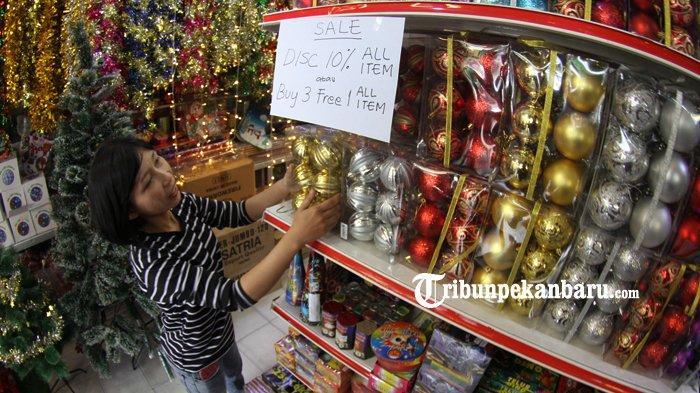 FOTO Penjualan Aksesoris Natal dan tahun Baru 2019 di Pekanbaru - foto-penjualan-aksesoris-natal-dan-tahun-baru-2019-di-pekanbaru-3.jpg