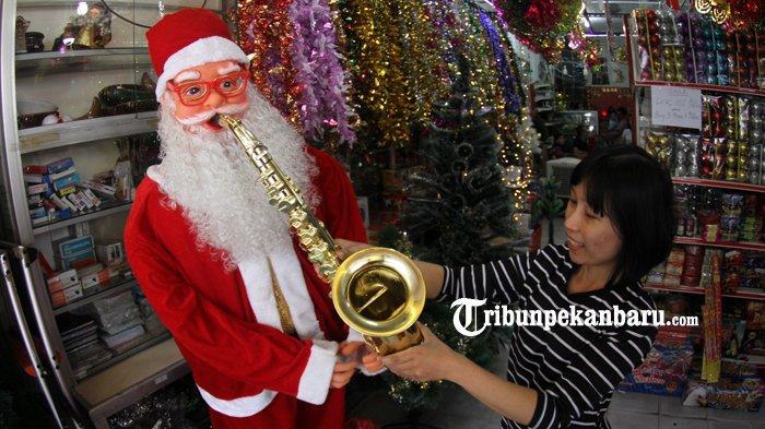 FOTO Penjualan Aksesoris Natal dan tahun Baru 2019 di Pekanbaru - foto-penjualan-aksesoris-natal-dan-tahun-baru-2019-di-pekanbaru.jpg