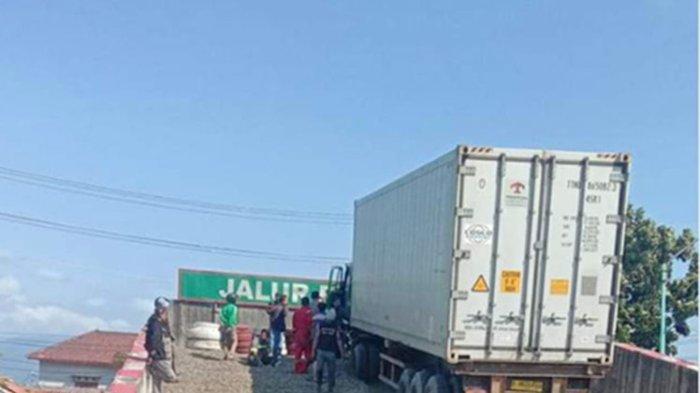 Foto Tangkapan layar twit soal truk trailer yang mengalami rem blong terselamatkan jalur penyelamat di Brebes, Jawa Tengah.