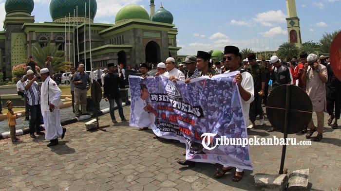 FOTO: Aksi Bela Ustaz Abdul Somad di Masjid An Nur Pekanbaru - foto_aksi_bela_uas_di_masjid_an_nur_pekanbaru_3.jpg