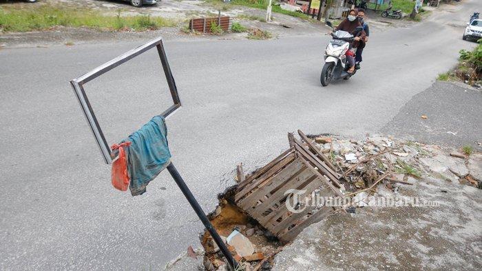 FOTO: Aliran Drainase di Jalan Srikandi Pekanbaru Amblas - foto_aliran_drainase_di_jalan_srikandi_pekanbaru_amblas_2.jpg
