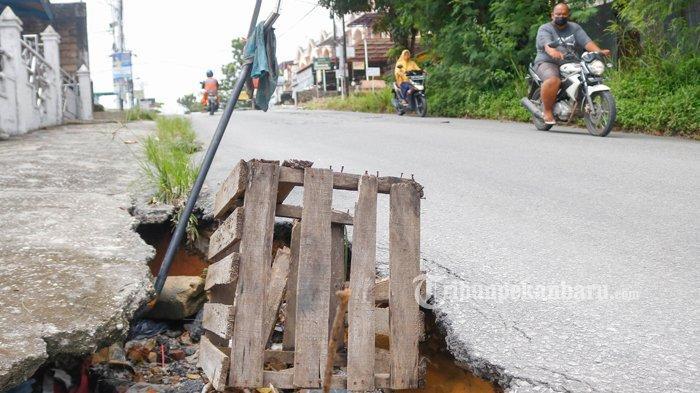 FOTO: Aliran Drainase di Jalan Srikandi Pekanbaru Amblas - foto_aliran_drainase_di_jalan_srikandi_pekanbaru_amblas_3.jpg