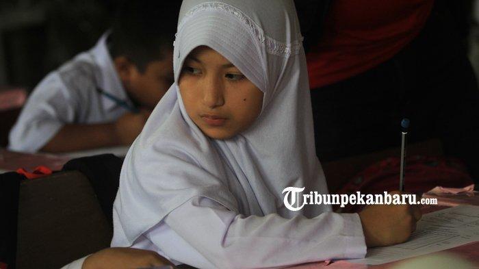 FOTO: Anak WNA di Pekanbaru Berstatus Pengungsi Ikuti Ujian di SDN - foto_anak_wna_di_pekanbaru_berstatus_pengungsi_ikuti_ujian_di_sdn_1.jpg