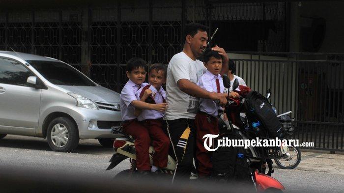 FOTO: Anak WNA di Pekanbaru Berstatus Pengungsi Ikuti Ujian di SDN - foto_anak_wna_di_pekanbaru_berstatus_pengungsi_ikuti_ujian_di_sdn_4.jpg