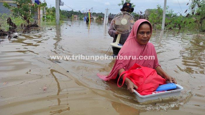 FOTO: Banjir di Pekanbaru Setelah Hujan Deras Kamis Dini Hari - foto_banjir_di_pekanbaru_setelah_hujan_deras_kamis_dini_hari_1.jpg