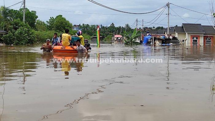 FOTO: Banjir di Pekanbaru Setelah Hujan Deras Kamis Dini Hari - foto_banjir_di_pekanbaru_setelah_hujan_deras_kamis_dini_hari_2.jpg