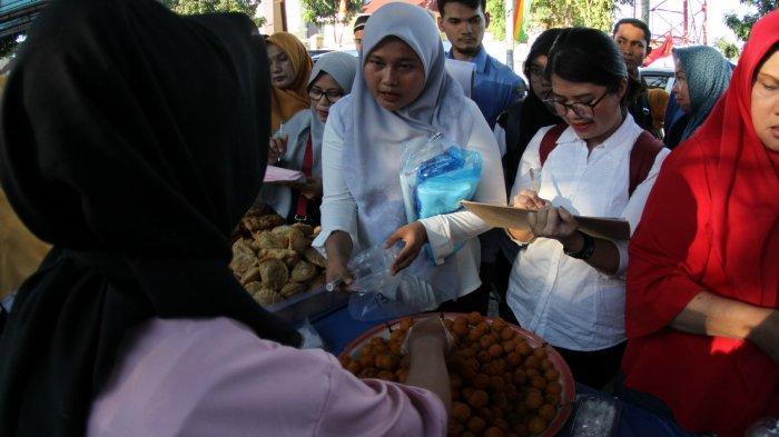 FOTO: BBPOM Pekanbaru Ambil Sampel Makanan di Pasar Ramadhan - foto_bbpom_pekanbaru_ambil_sampel_makanan_di_pasar_ramadhan_2.jpg