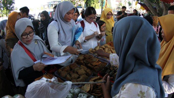 FOTO: BBPOM Pekanbaru Ambil Sampel Makanan di Pasar Ramadhan - foto_bbpom_pekanbaru_ambil_sampel_makanan_di_pasar_ramadhan_5.jpg