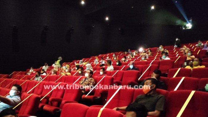 FOTO: Bioskop di Pekanbaru Kembali Buka, Terapkan Protokol Kesehatan - foto_bioskop_di_pekanbaru_kembali_buka_terapkan_protokol_kesehatan_2.jpg
