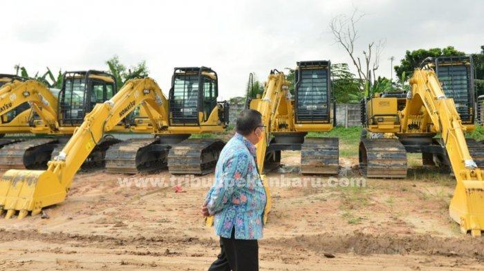 FOTO: Cegah Karhutla di Riau, Pemprov Siapkan 12 Unit Eskavator untuk Warga yang Ingin Buka Lahan - foto_cegah_karhutla_di_riau_pemprov_siapkan_12_unit_eskavator_untuk_warga_yang_ingin_buka_lahan_2.jpg