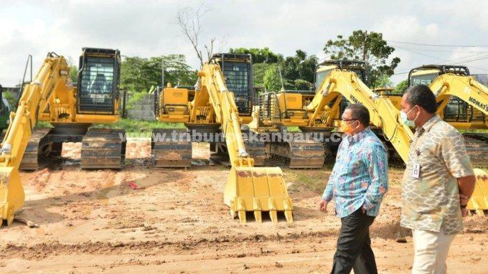 FOTO: Cegah Karhutla di Riau, Pemprov Siapkan 12 Unit Eskavator untuk Warga yang Ingin Buka Lahan - foto_cegah_karhutla_di_riau_pemprov_siapkan_12_unit_eskavator_untuk_warga_yang_ingin_buka_lahan_3.jpg