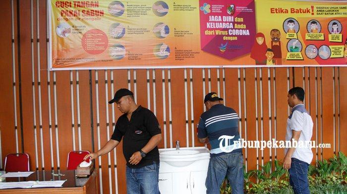 FOTO: Cegah Penyebaran Virus Corona Covid-19, MPP Pekanbaru Sediakan Tempat untuk Cuci Tangan - foto_cegah_penyebaran_virus_corona_covid_19_mpp_pekanbaru_sediakan_tempat_untuk_cuci_tangan_2.jpg